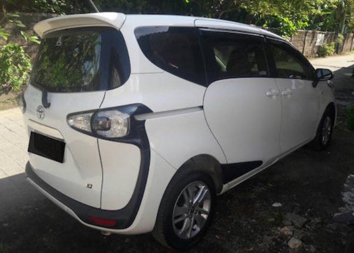 gambar Toyota Sienta Matic 2016